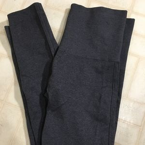 SPANX Leggings.  Size Medium.  EUC!